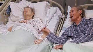 Wenige Tage vor ihrem Tod - Die Geste der Krankenschwester ist rührend...