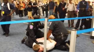 DALLAS AIRPORT FIGHT CAUGHT ON VIDEO - 10/23/2014