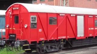 Feuerwehr Einsatzfahrzeug stehend und DB Netz Notfalltechnik Waggon Full LED fire engine