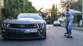 AUTO VS E-SKATEBOARD
