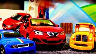 Spielzeugautos - Speedy und Bussy bauen einen Audi A1 - Bburago Autos