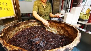 Chinese Street Food Tour in Xi