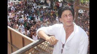Shahrukh Khan celebrates Eid with fans | Jab Harry Met Sejal | Bollywood News 2017