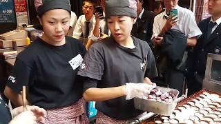 WOW TERNYATA BEGINI CARA BIKIN TAKOYAKI YANG BENAR DI JEPANG - JAPAN STREET FOOD