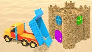 Die Spielzeugautos bauen eine Sandburg. Zeichentrickfilm für Kinder.