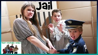 Cops And Robbers In A Huge Box Fort Maze / That YouTub3 Family