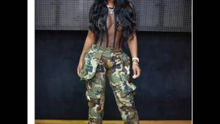TI SIDECHICK SHOWS BITTIES IN A REVEALING OUTFIT