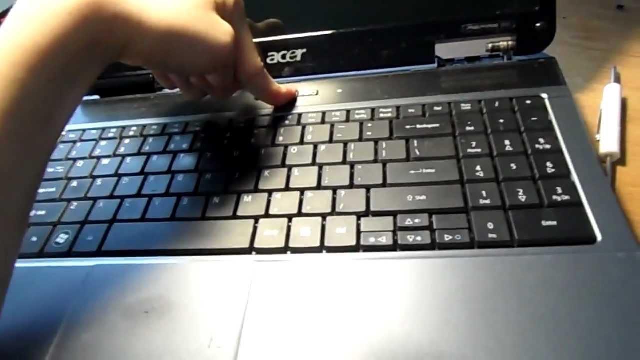 Включила ноутбук а экран черный что делать самсунг