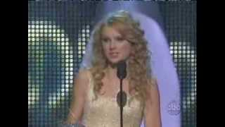 Taylor Swift winning CMA 2007 Horizon Award