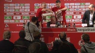 Bierdusche auf der PK! Kölner Team feiert Peter Stöger | 1- FC Köln - VfL Bochum 3:1 | 2. Liga