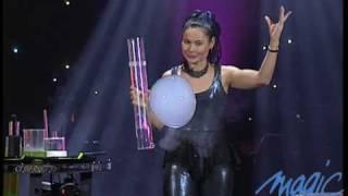 Ana Yang - Les bulles - Le Plus Grand Cabaret Du Monde