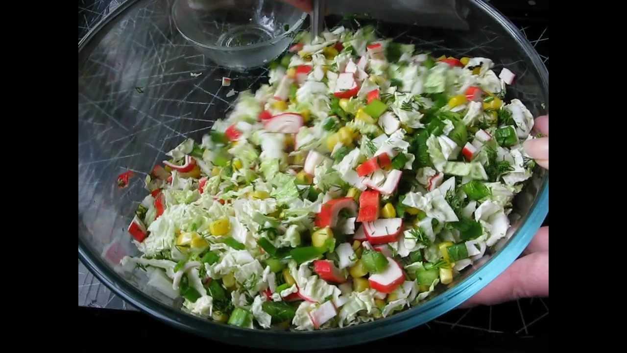Салат с капустой и крабовыми палочками и перцем