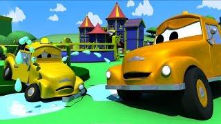 Tom der Abschleppwagen und Der Unfall der Kleinen in Autopolis | Lastwagen Bau-Cartoon-Serie Kinder