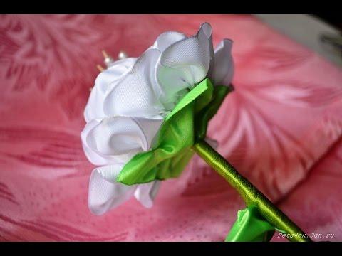 Цветы из лент на ножке