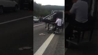 Musiker aus Sangerhausen nutzt Stau auf Autobahn als Bühne