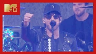 """All Time Low Performs """"Last Young Renegade"""" 