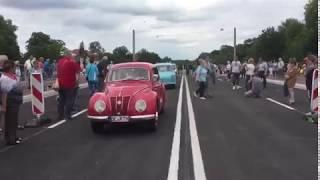 Die erste Autos überqueren die neue Muldebrücke in Dessau-Roßlau