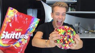 1700 Skittles EINSCHMELZEN zu einem XXL Skittle 😍😳 | Julienco