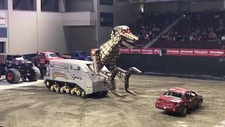 Monster Truck destruction - Megasaurus