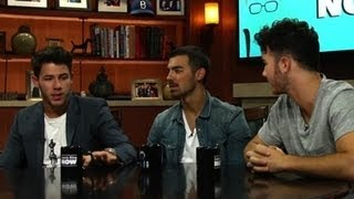 Resolving Fights Through Call Of Duty: The Jonas Brothers Answer Social Media Questions
