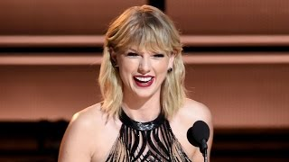 Taylor Swift Returns To 2016 CMA Awards To Present Entertainer of the Year