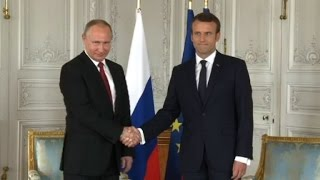 Macron greets Putin for first face-to-face talks (2)