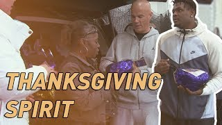 NFL player & Ofc. Tommy Norman hand out free turkeys and hams