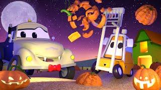 Klein Francis stecken zwei Kürbisse auf seiner Gabel 🎃  Halloween in Car City 👻Cartoons für Kinder