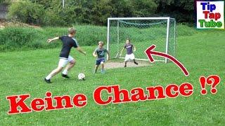 FUßBALL CHALLENGE  groß gegen klein TipTapTube Kinderkanal