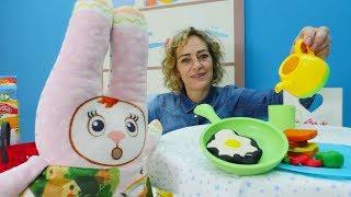 Spielspaß in der Play Doh Küche. Spielzeugvideo für Kinder