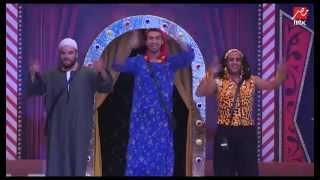 رقصة مجنونة من الثلاثي الكوميدي على مسرح مصر