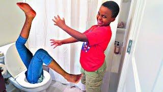 Bad Baby Falls In Toilet! - Shasha And Shiloh Christmas Surprise Gift w/ Venom - Onyx Kids