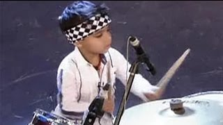 3-year-old drums like a pro