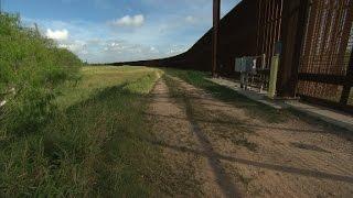 Trump courts showdown over border wall