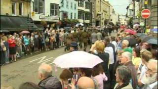 Thousands line streets to say farewell to Harry Patch