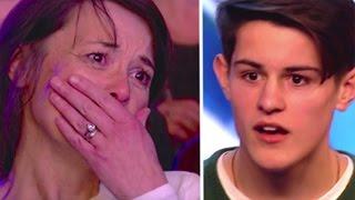 Der Junge beginnt zu singen. Da sagt der Juror, er soll auf den Sitz neben seiner Mutter schauen...