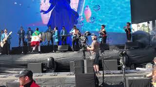"""Los Ángeles Azules con Jay de La Cueva en Coachella 2018 tocando """"17 Años"""""""