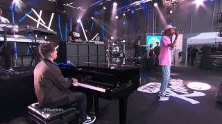 Wiz Khalifa ft  Charlie Puth Performs