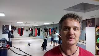 Reinhold Schelske (80) beim wöchentlichen Boxtraining in Landau an der Isar