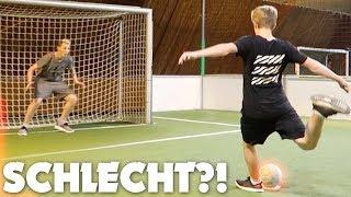 SO spiele ich FUßBALL 😩 (Fußball Challenge)